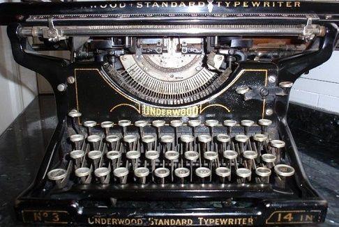 El cónsul de la poesía y las máquinas de escribir