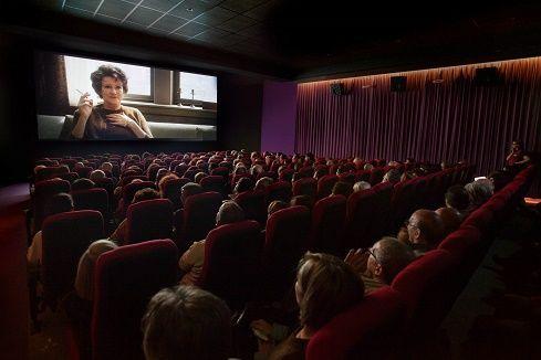 En la oscuridad del cine